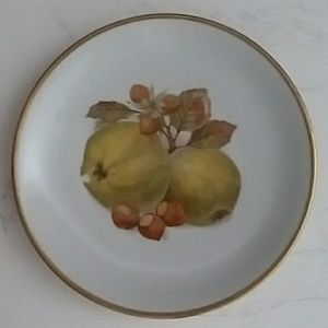 Bereuther Waldsassem APPLE AND ACORN Plate